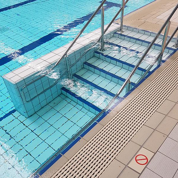 Ceramic Solutions Pools - 0015_StainlessSteelHandrails